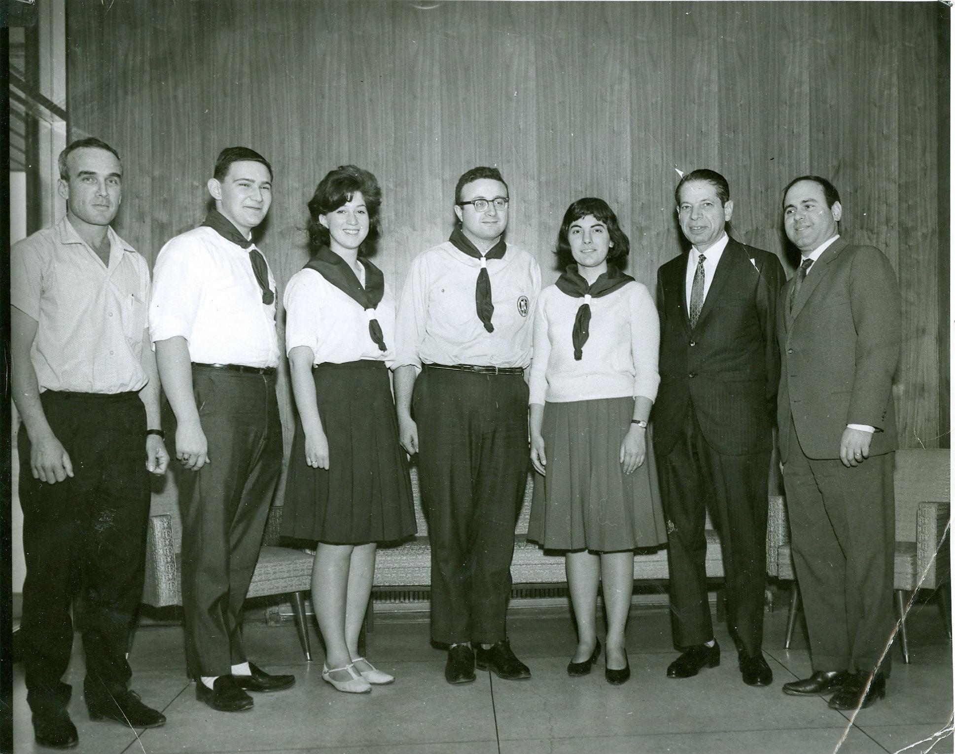 Shlomo Rubin, Brian Greenspan, Jackie Levitin, Dave Hamburg, Marsha Ablowitz, Uri Levinksky (YJ Kinus, Toronto, Dec. 1963).jpg