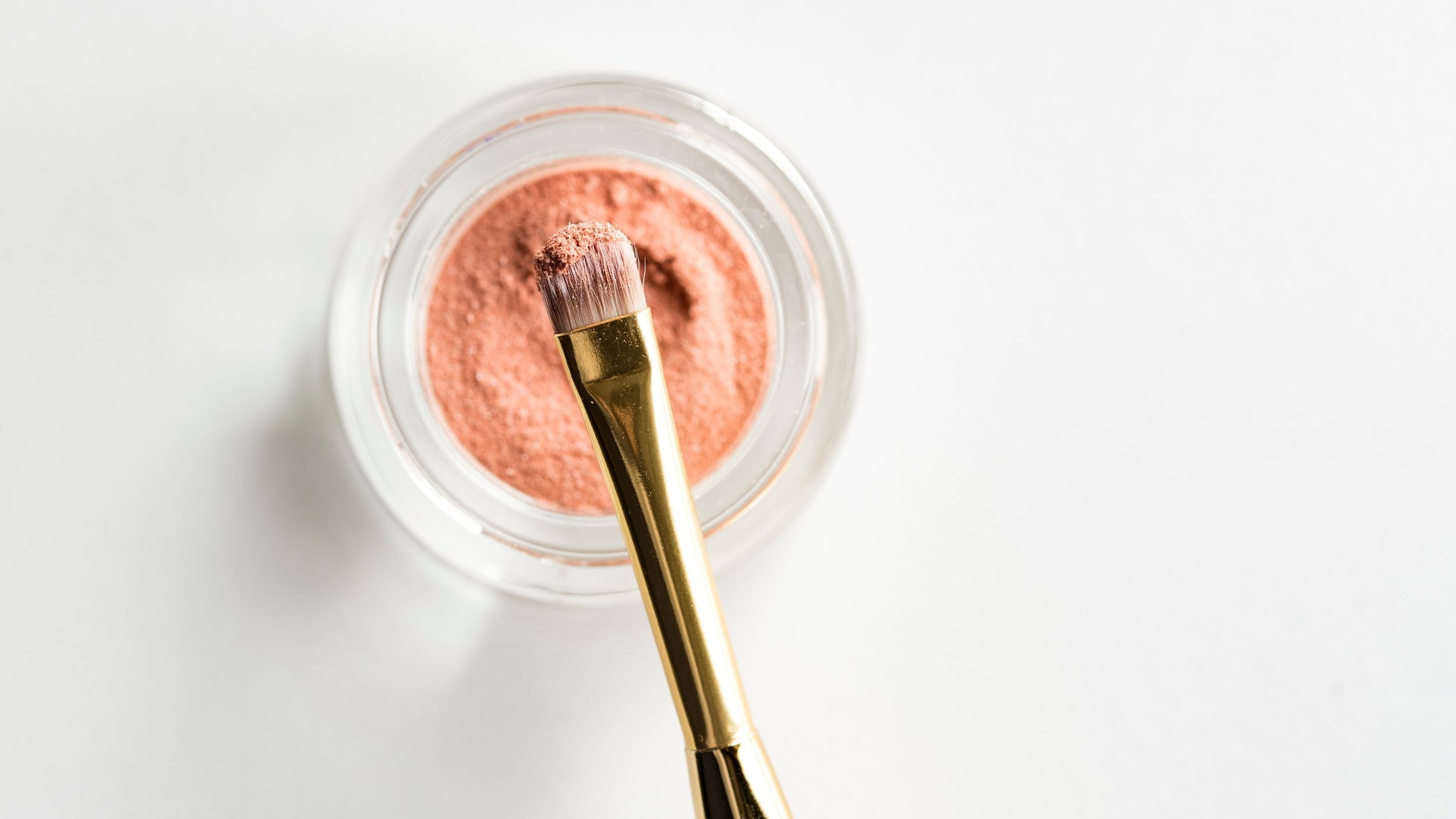 joanna-kosinska-346609-unsplash-makeup.jpg