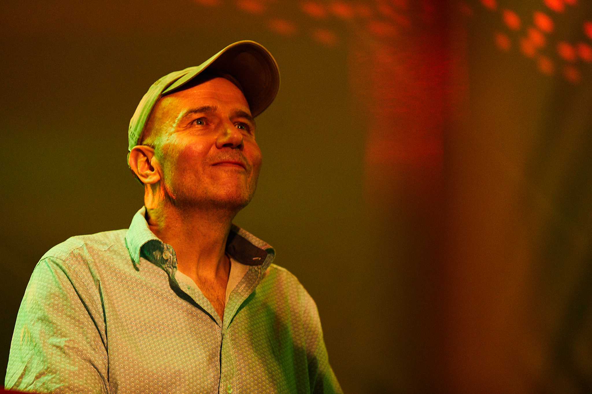 Peter Wagner - Piano, E-BassLebt seit über 30 Jahren davon Musiker zu begleiten und für sie zu komponieren wie auch zu produzieren.