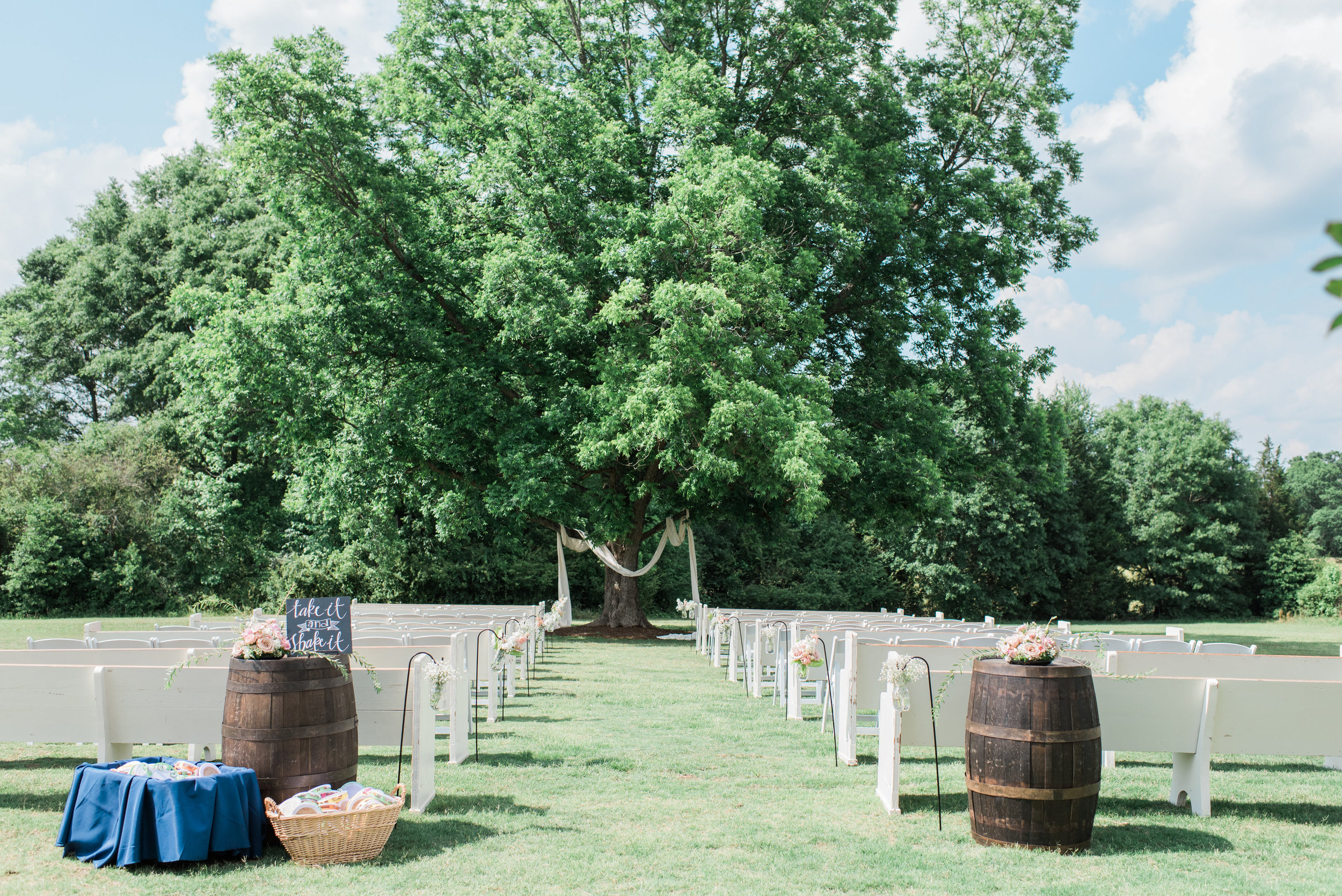 May wedding, photo by Holly Von Laken Photography