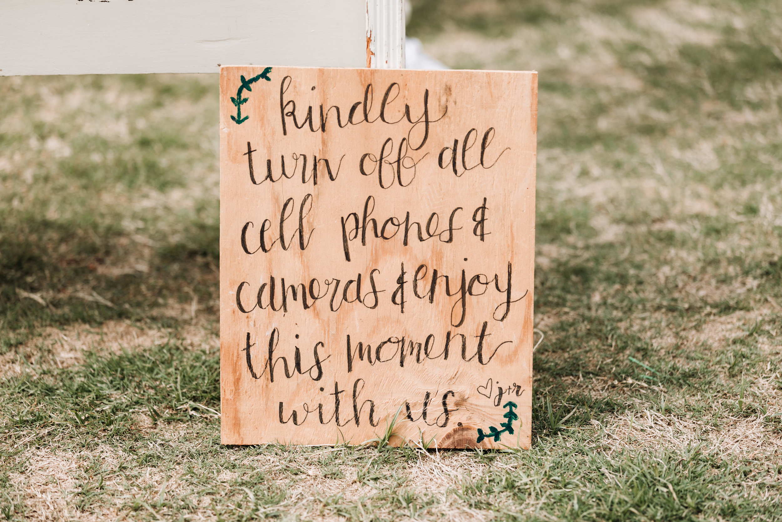 Hiring a professional wedding officiant, unplugged ceremony sign. Picture by Sydney Renee Photography.