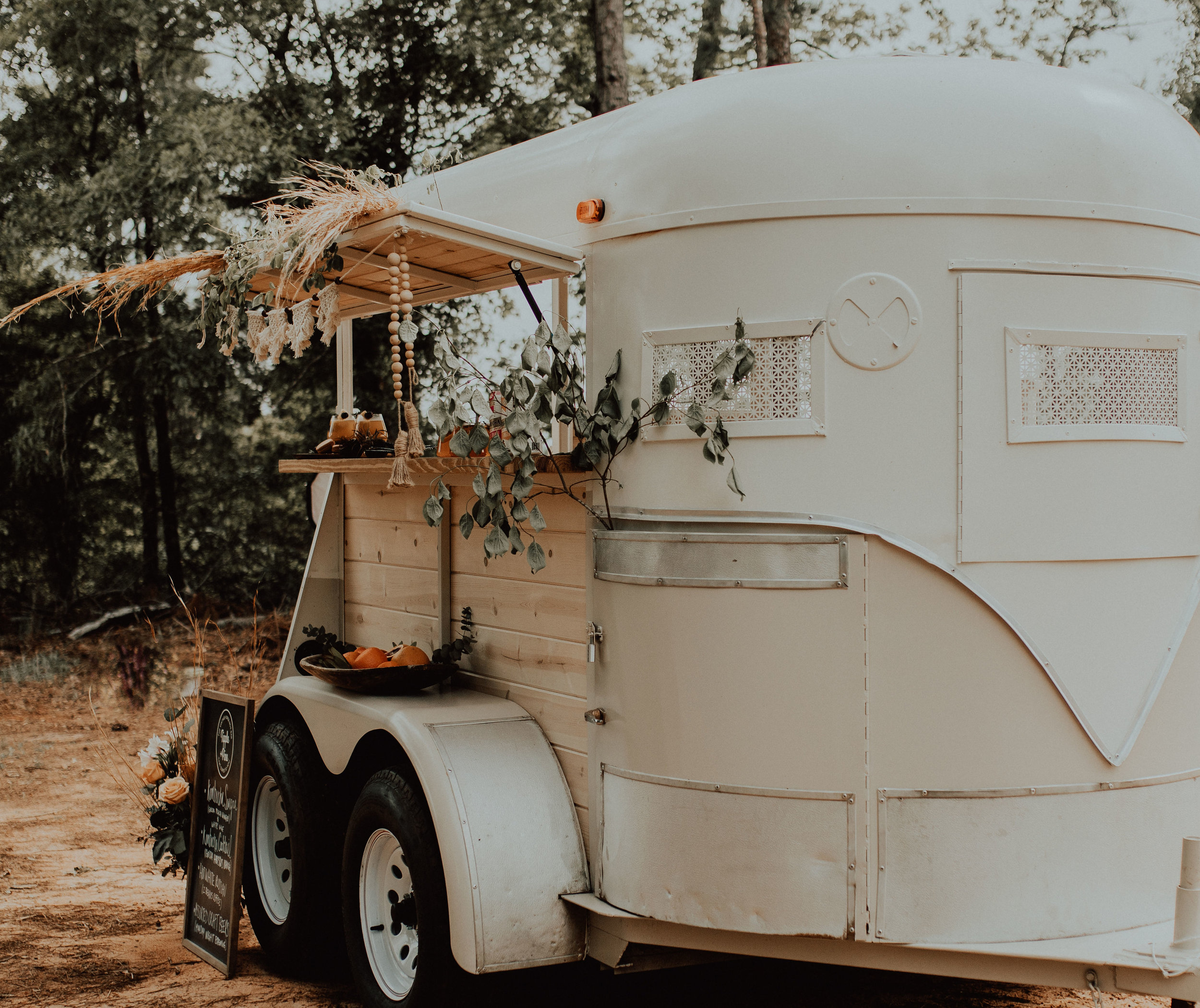 Drinks taste better when they are served from a vintage horse trailer! pc: Kendi Austinson Photography