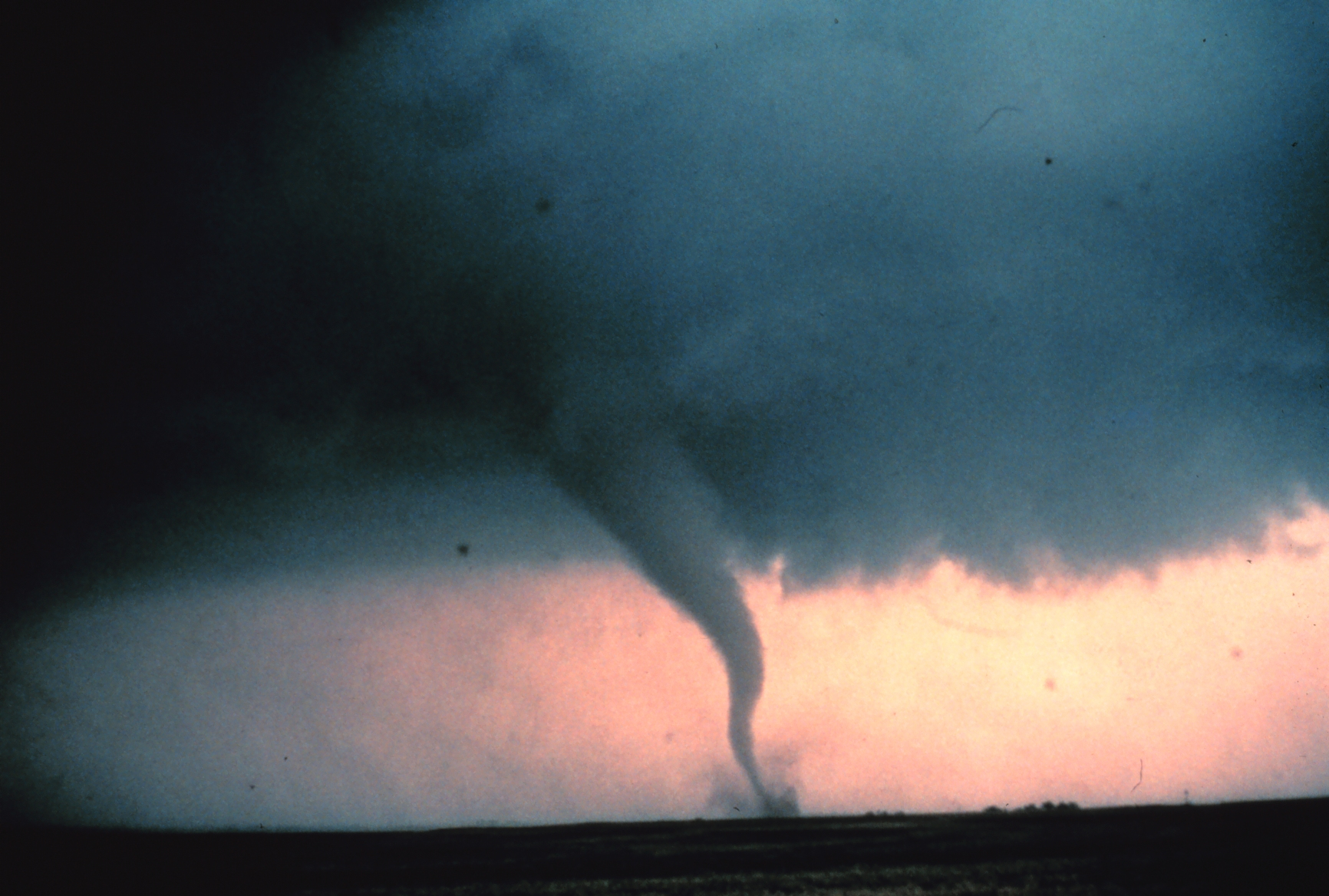 Tornado0_-_NOAA.jpg