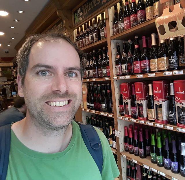 🇧🇪 🍺🇧🇪 (1) Brüssel - eine Stadt mit langer Biergeschichte, Geburtsort genialer Sude und Heimat unzähliger bieriger Hot Spots.  An jeder Ecke eine Brasserie, ein Biershop oder einfach ein Bankerl, das zum Bier trinken einlädt. Ich glaub, a bissl bleib ich noch... 🇧🇪🍺🇧🇪 . . . #beeraroundtheworld #brussels #beertravel #biersommelier #belgianbeer #Trappistenbiere #sauerbier #belgien #beertourism @delirium_brewery @moeder_lambic_fontainas @_de_biertempel_
