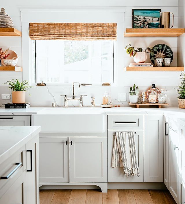 Sunlight and layers of materials in this beautiful kitchen #beechaveproject