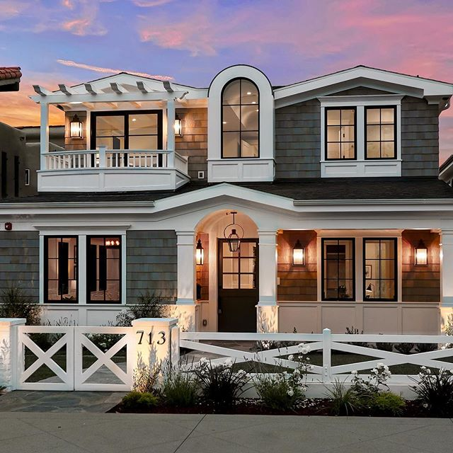 Throwback to this coastal beauty with a little equestrian flare!#71335thstproject #manhattanbeach #designbuild