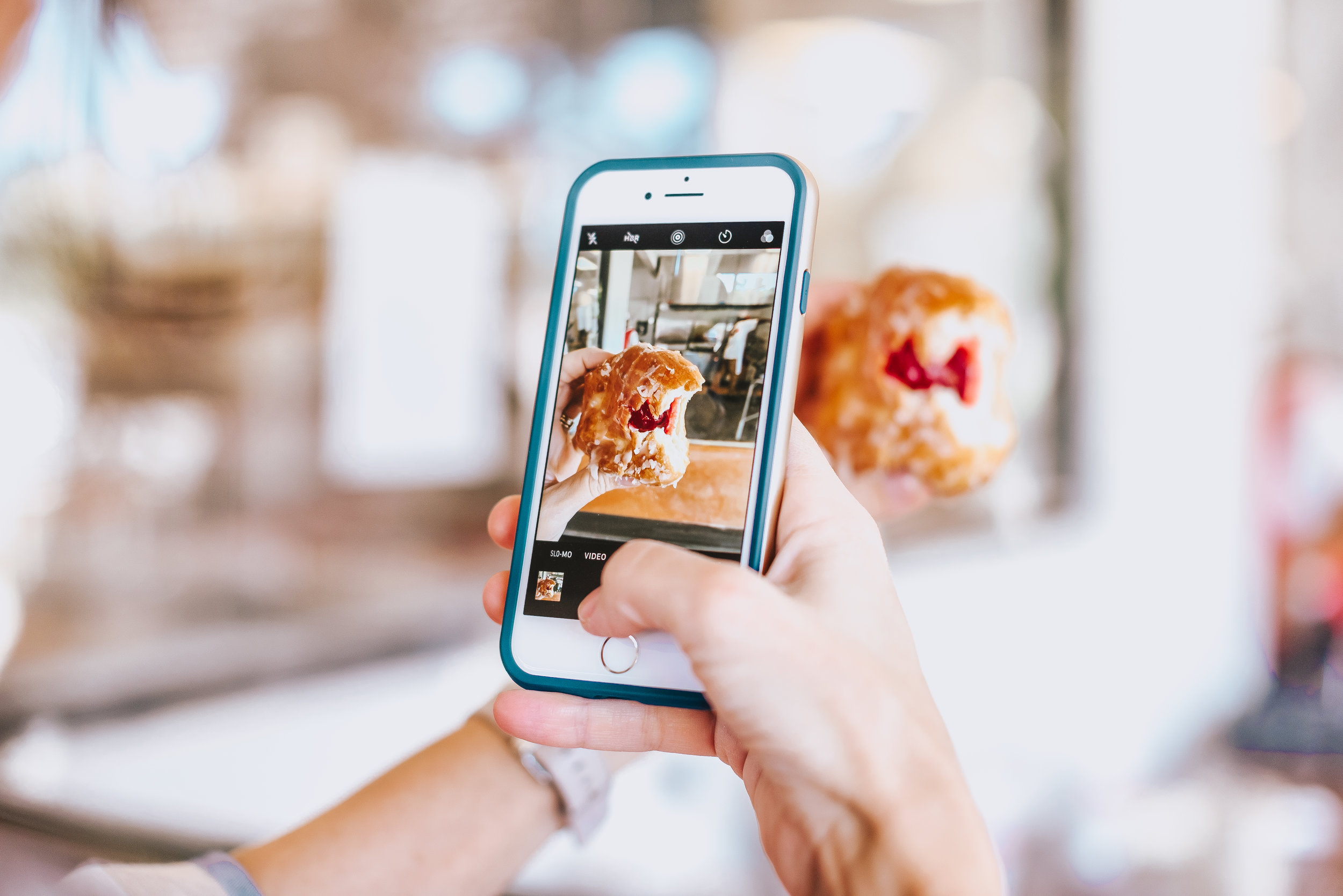 Currently, Instagramhas more than 500million active users,and more than 60million photos areshared perday. - It is one of the most popular and influential social networks. In fact, thanks to this popularity and the demand it has, more and more brands have decided to develop marketing campaigns on the platform.