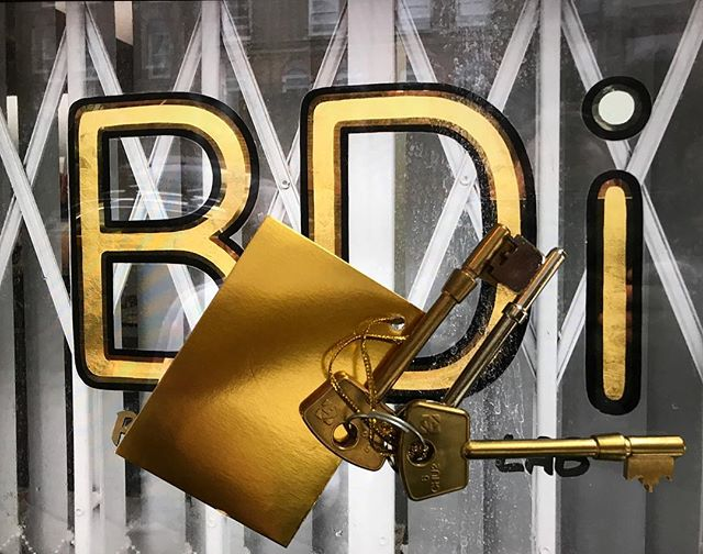 We are honored to receive the keys for BDI from the legend that is @briandowlingbdi 😇🙏🏽 BDI and Rapid Eye have now merged as one big happy family so Sir Brian can enjoy his retirement - though he will very much still be around as will the whole BDI team.  We could not be happier! Come and see us @rapideye.darkroom for topnotch dip and dunk colour and b&w film processing, roll scanning and traditional contact printing, specialist hand printing and high res scanning. Having doubled our film processing capacity we can now cope well with big jobs and fast turnaround times give us a call or pop in cheers Leexxx. 02077299292