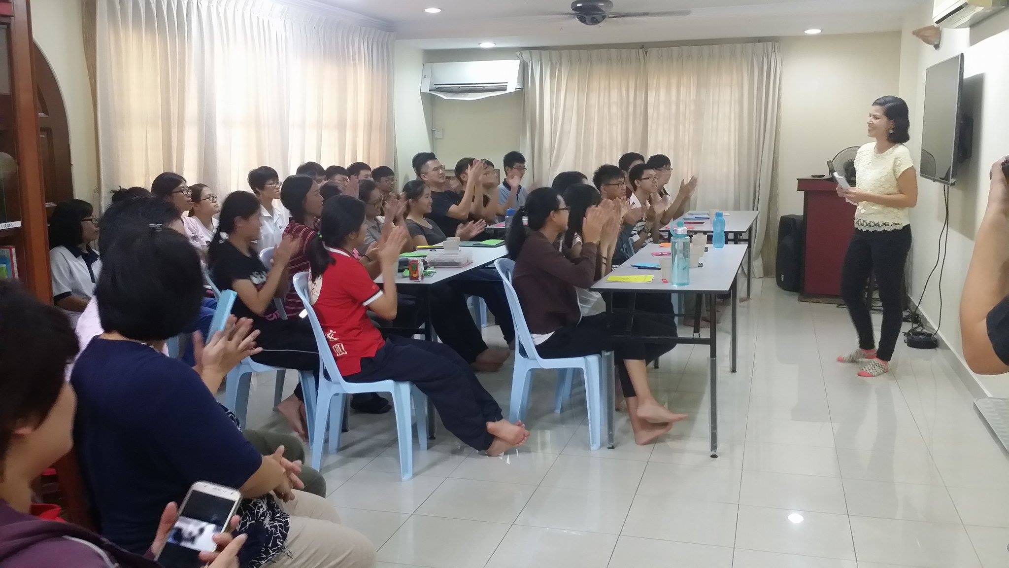 Giving a short talk at the 7-day Divine Principle workshop for university students.