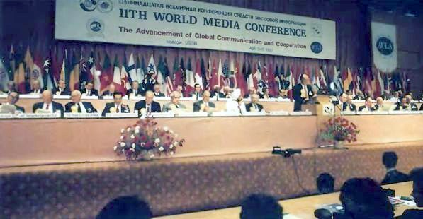 Father Moon giving the keynote speech at the 11th World Media Conference in April, 1990.