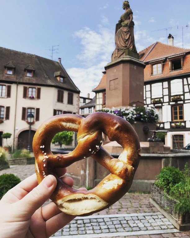 Early bird gets the 🥨 in Alsace. . . . 🔁🔁