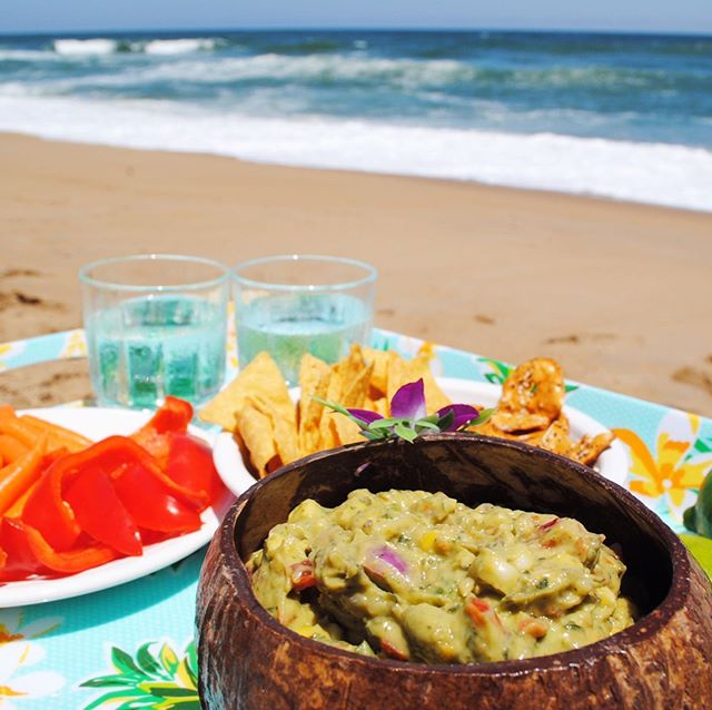 Days like today have us missing our beach days!! What are your beach day essentials? Our include: sun, sand and Vic's Guac Shop Guacamole 🥑😋 • • • #vicsguacshop #theguacthathitsthespot #vicsguaconanything