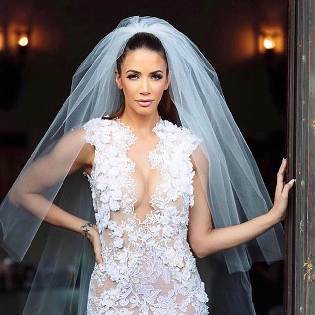 Can we all agree @caseylovesfitness looked absolutely stunning in her @michaelcostello wedding dress!!!!!! Thank you again @wifeoftheparty for including @theplannersagency on Dan & Casey's special day! 11/11