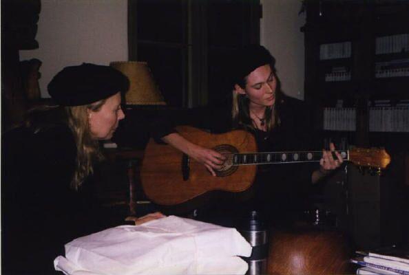 Joni Mitchell listening to Sari's first songs