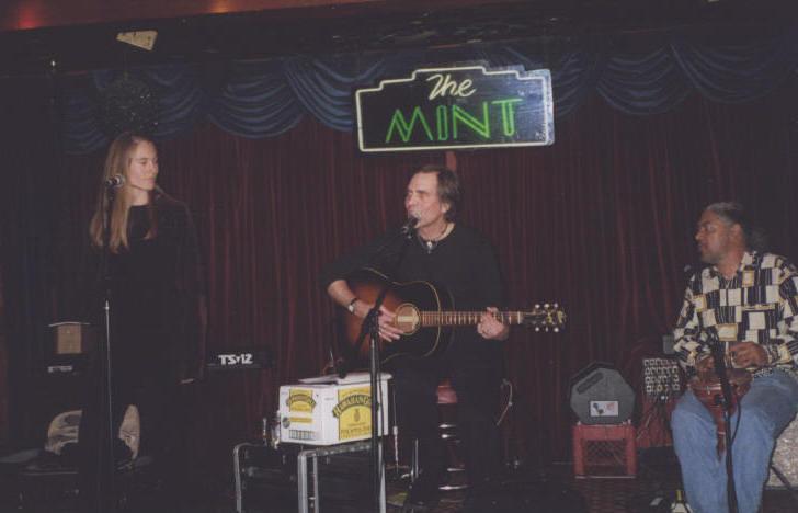 Sari performing with Eric Andersen at The Mint, LA