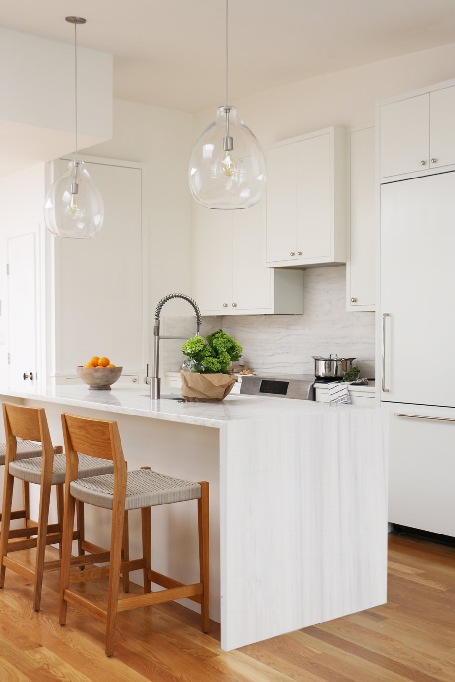 A CALI VIBESKITCHEN REMODEL - Andrea and Chris purchased a condo that was in need of a renovation including completely opening up the kitchen!