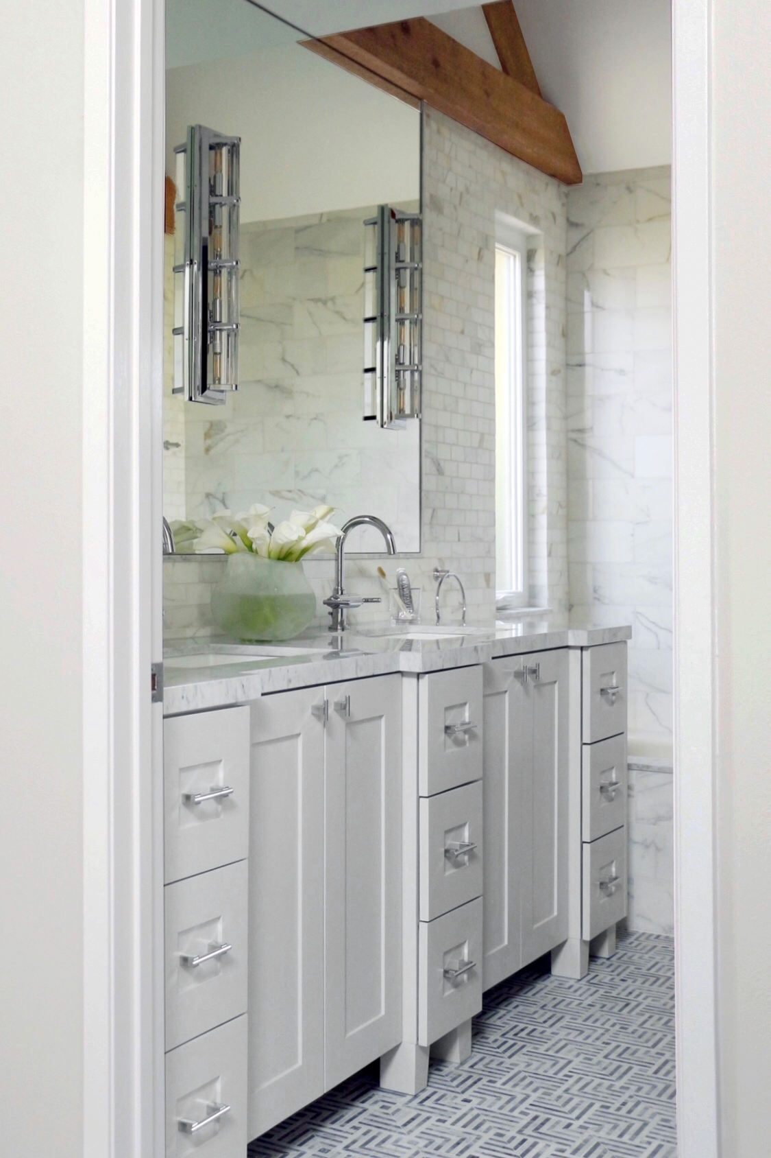 A DREAM BATHROOM MAKEOVER - Danielle and Andrew wanted to transform their bathroom and take it from drab to fab.