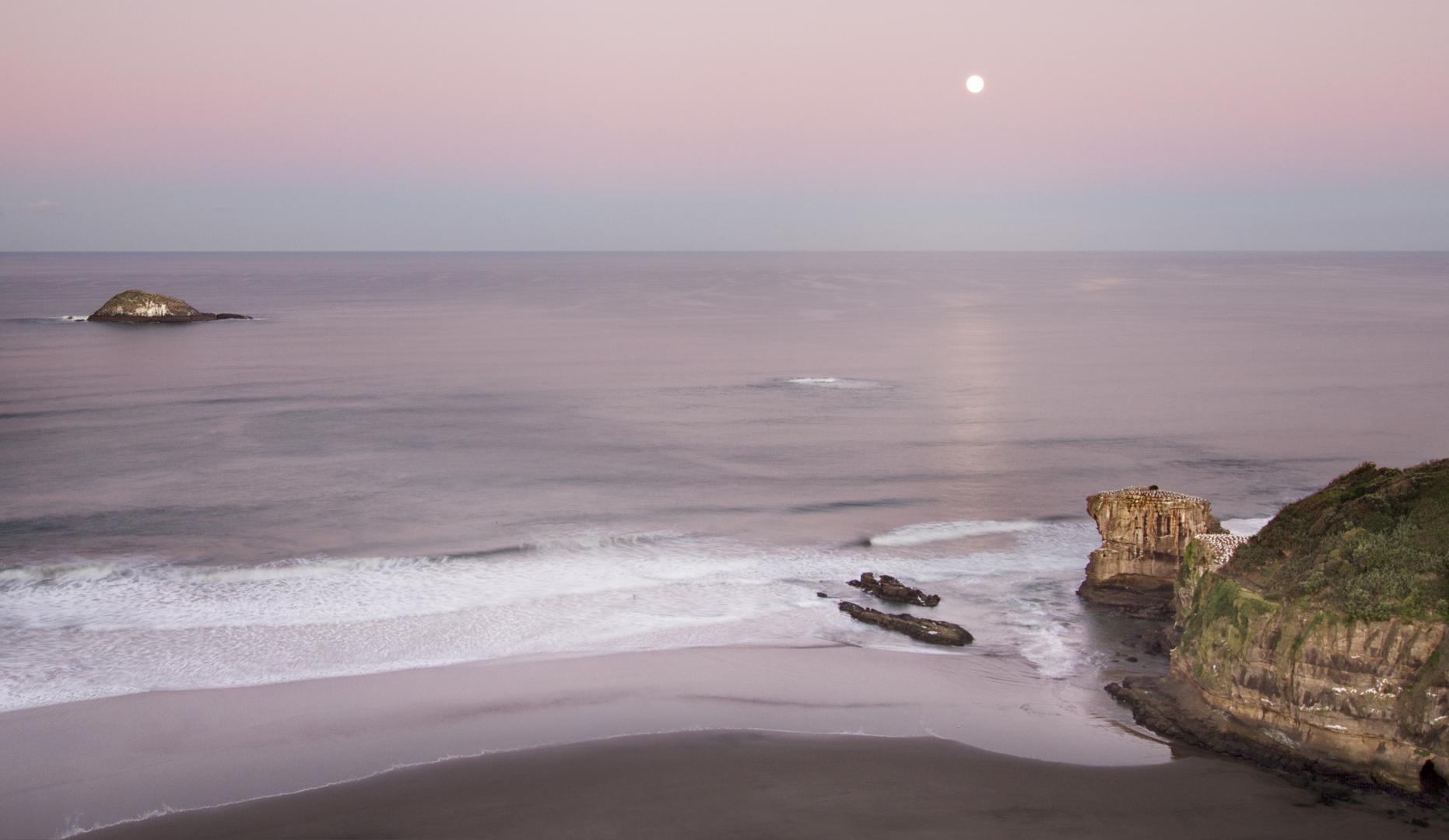 Moonset at Muriwai