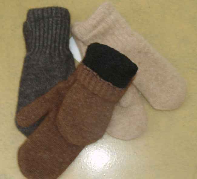 Alpaca Mittens with Black Boucle Alpaca Fiber Lining