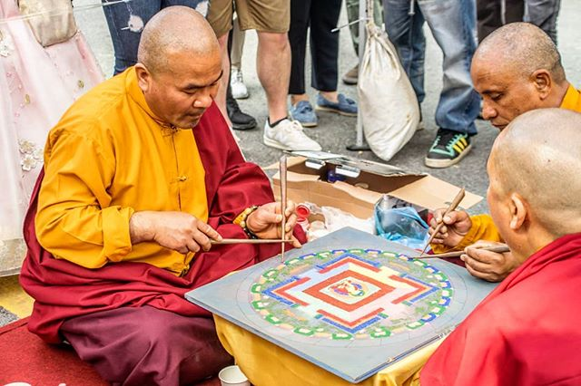 On the streets of Korea, we walked through a lantern festival and found a few monks teaming together making art. . #buddhism #monks #artists #artwork #streetart #korea #seoul #seoullanternfestival #ig_korea #10mag