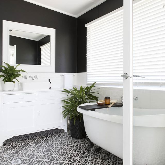 We love this bathroom by @villastyling