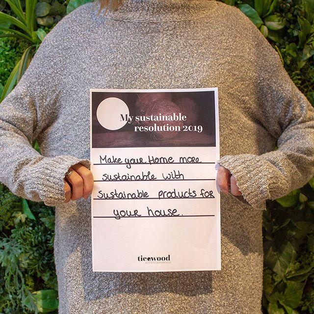 Es gibt viele Marken, die auf Nachhaltigkeit und Bewusstsein setzen. Warum nicht auch einfach nachhaltige Möbel, Beleuchtung und Dekoration für das eigene Zuhause kaufen? Zum Beispiel unser handgefertigtes Kokoslicht. Was hast du für 2019 geplant? #tieandwood #newyearsresolution #handcrafted #sustainable #Cambodia  #coconutlamp #homedesign