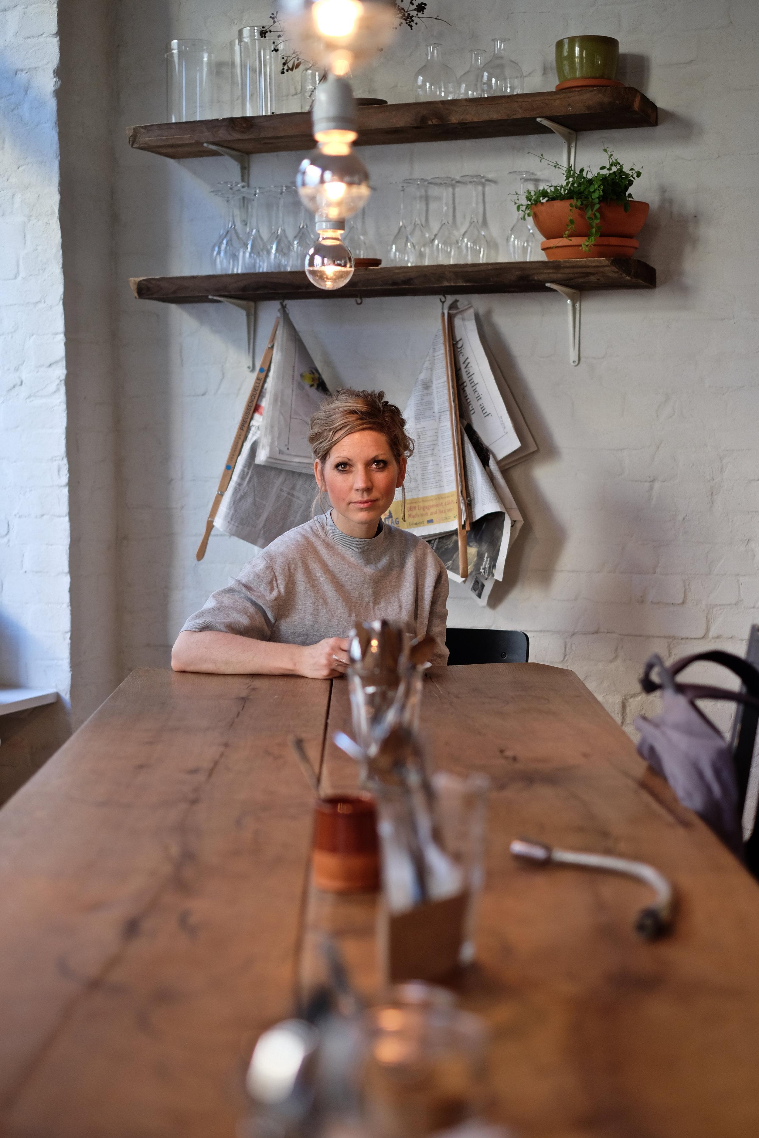 Sarah Hallmann - Sarah Hallmann hat 2016 das Restaurant und Café Hallmann & Klee in Berlin eröffnet, das inzwischen zu den beliebtesten Frühstücks-Hotspots der Stadt gehört.www.hallmann-klee.de