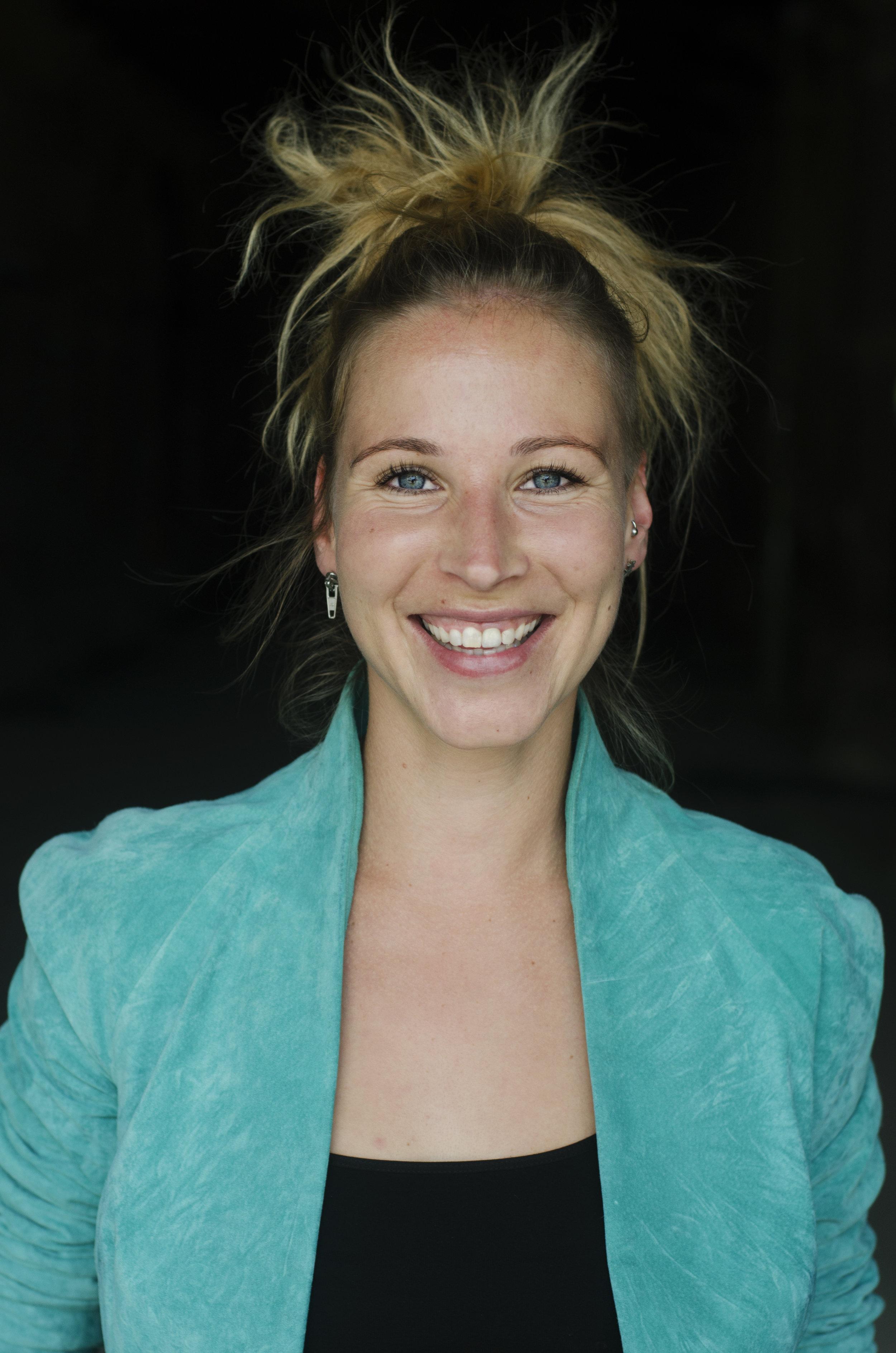 Fränzi Kühne - Fränzi Kühne hat mit zwei Mitgründern 2008 die erste Social Media Agentur in Deutschland gegründet. Heute ist Torben Lucie und die gelbe Gefahr zwar verkauft, Fränzi arbeitet allerdings weiter als Geschäftsführerin und machte 2017 als jüngste Aufsichtsrätin Deutschlands Schlagzeilen.www.tlgg.de