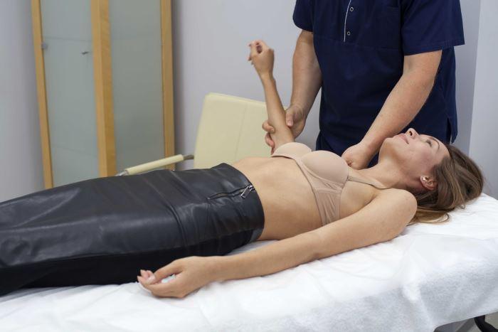 """Сеанс мануальной терапии в клинике """"Легкое Дыхание"""""""