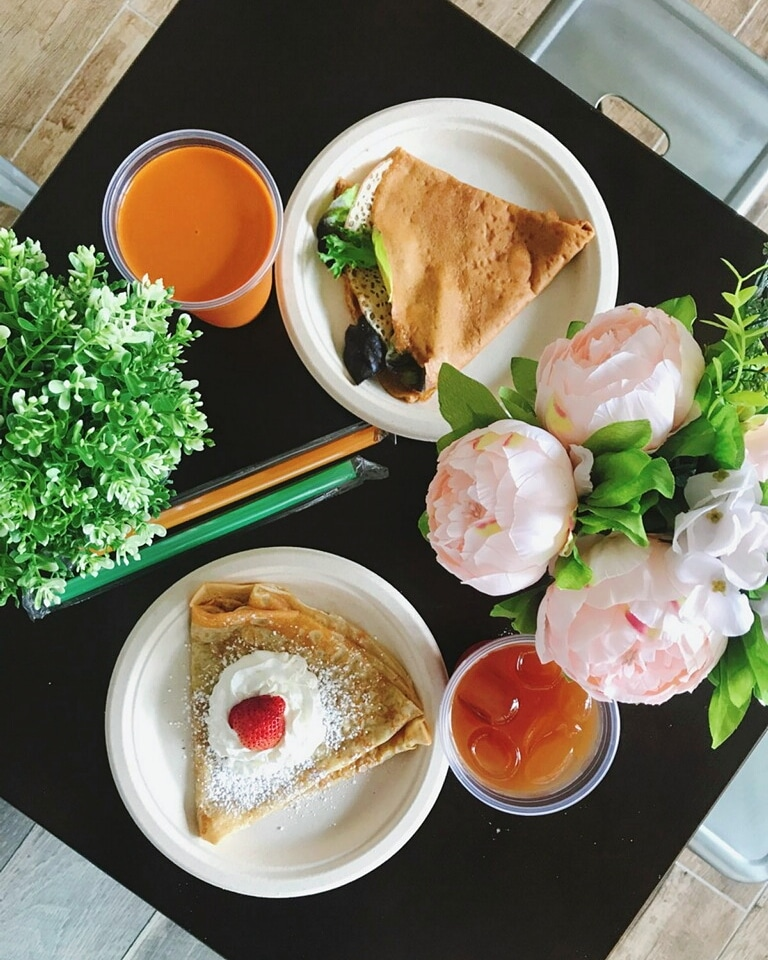 crepes and drinks and flowers table.jpg