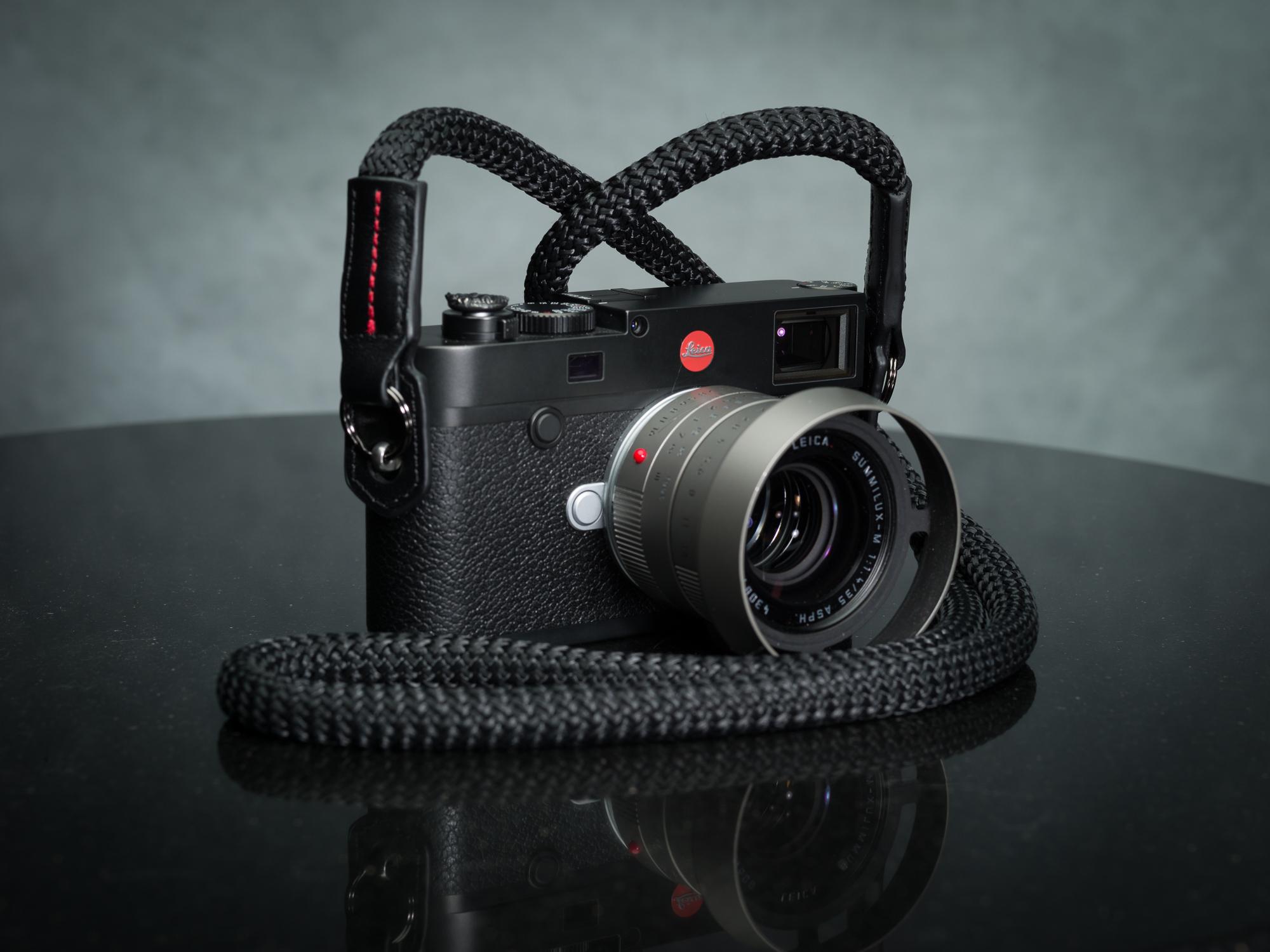 Vi vante Sheetline with RED Strap Leica M10 2.jpg