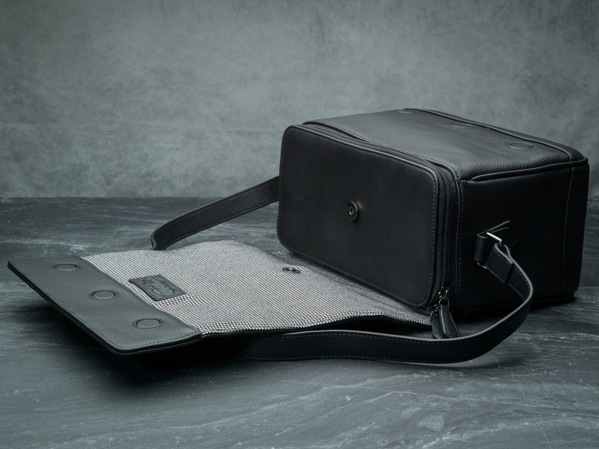 Vi Vante Pegasus Leather Camera Bag flap 1.jpg