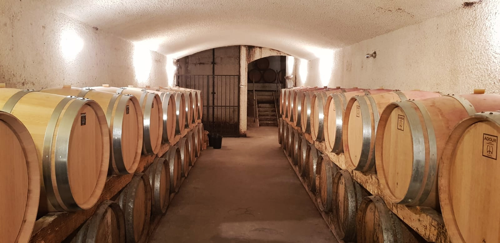 Le chai traditionnel du  © Domaine Jourdan & Pichard