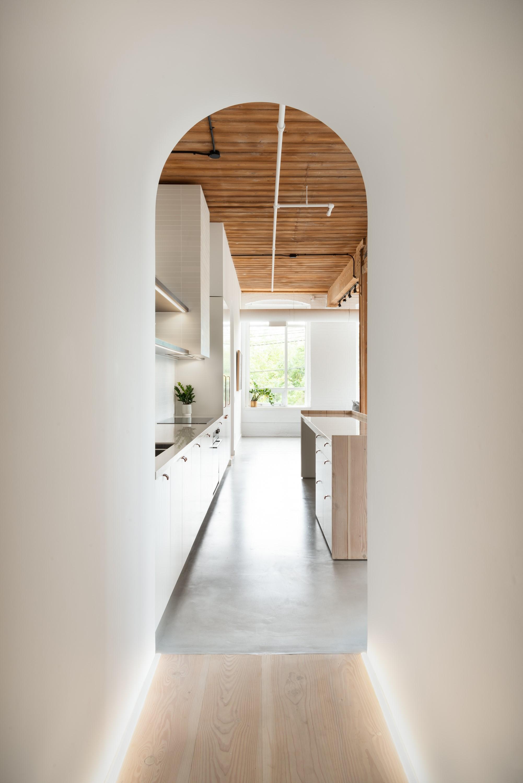 02 Hallway to Kitchen.jpg