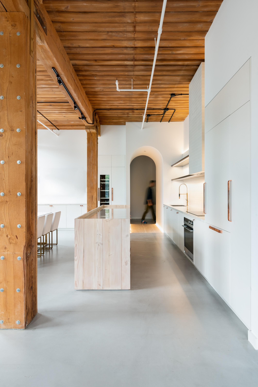 04 Kitchen Side.jpg