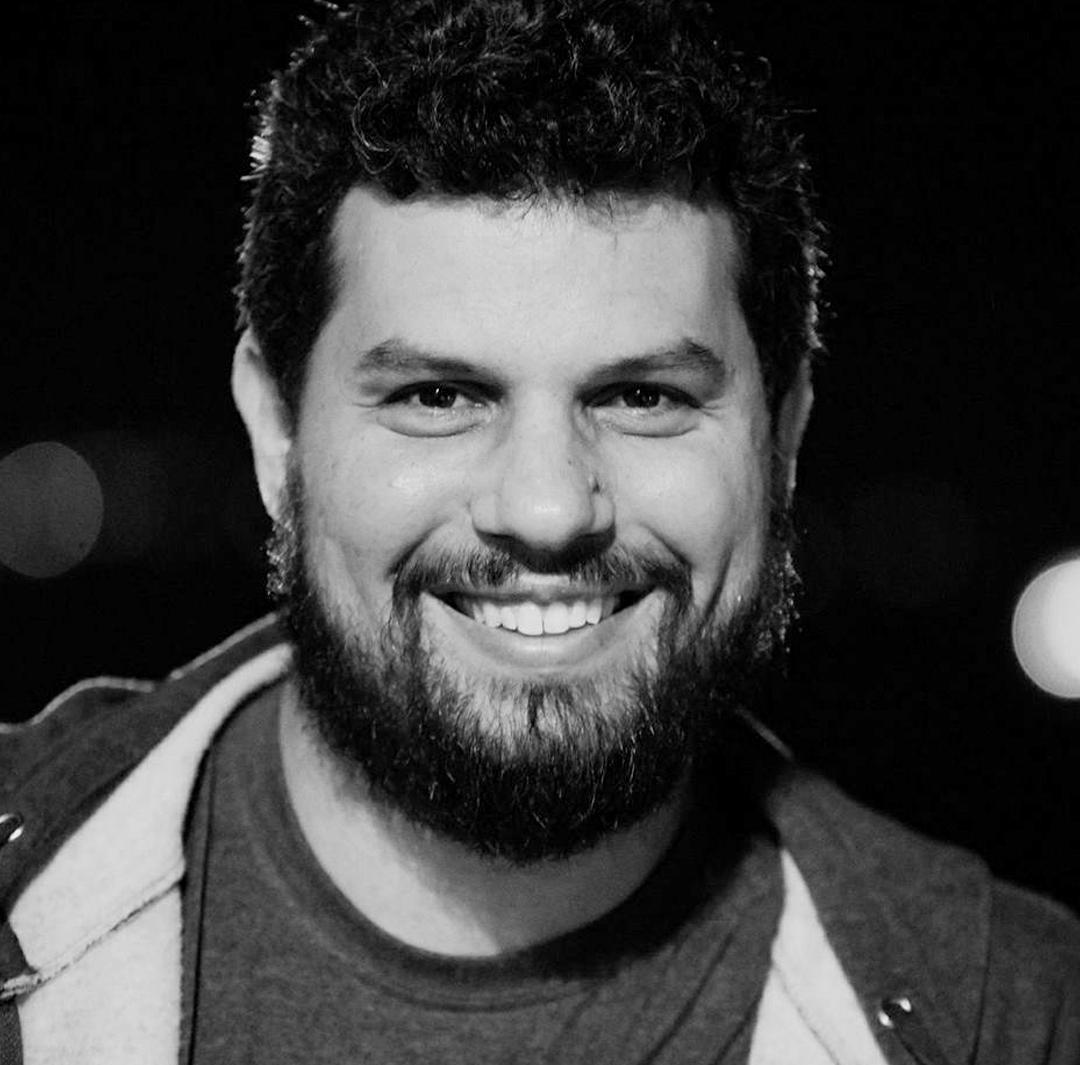 HUMBERTO SICILIANO   Filmmaker e bacharel em Design, ficou responsável pelo planejamento e execução do marketing e comunicação do projeto Breu.