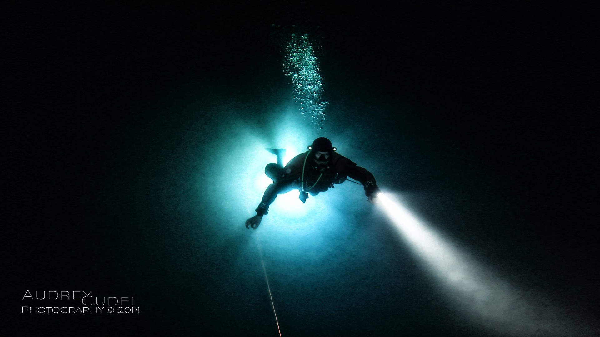 - For most of us, the draw to Cave Diving is the sense of Exploration : the privilege to go where very few will ever go or become the first human being to go where no-one has ever been. In our time, Cave Diving is potentially the last field left where a human being can be an explorer.