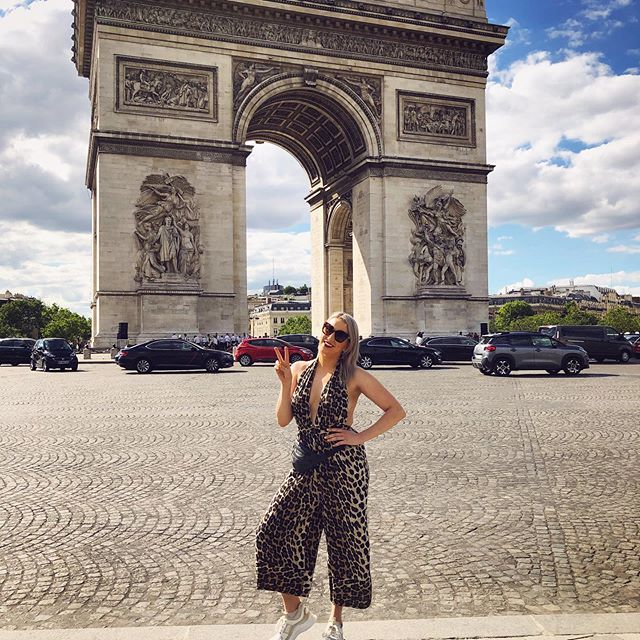 Obligatory basic bitch photo in front of the Arc de Triomphe 🇫🇷❤️😍 looking for some writing inspiration (hopefully not in the form of fuckboy 🤦🏼♀️) . . . #paris #trip #weekendaway #arcdetriomphe #singersongwriter #singer #songwriter #songwritinginspiration #inspiration
