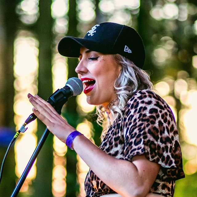 I hope everyone is enjoying the sunshine ☀️ playing @sundownuk was one of my favourite memories from last year and I can't wait to see what I get up to this summer! 🎉 comment below what you've got planned to give me ideas.... 💋 . . . #wednesday #summer #musician #festival #glitter #singer #singersongwriter #livephotography
