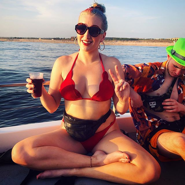A sunset boat party is the best end to the summer a girl could ask for ☀️🥰🎉 now back home, back to work and back to releasing music 👀 stay tuned for fun stuff coming soon now I'm all refreshed and reset 💁🏼♀️ . . . #bikinibabe #goldenhour #boatparty #sunset #endofsummer #sunseasangria #portugal #albuferia #algarve #holidayblues