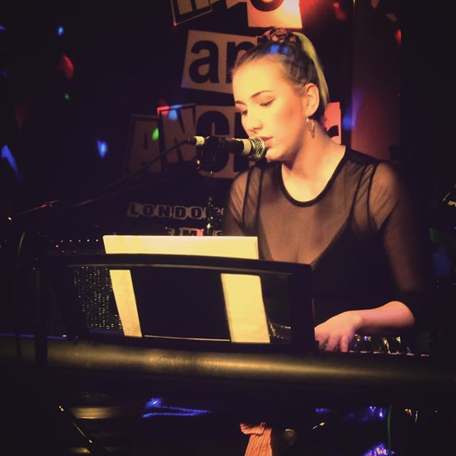 A rare photo of me sat behind keyboard onstage... for my last gig at @hopeandanchorlive I went back to my roots and played a full acoustic set at my keyboard 🎵🎹 in the next month or so will be announcing some very exciting things, so keep your eyes and ears peeled! 👀👂🏻 . . . #music #musician #livemusic #london #popmusic #singer #songwriter #gig #singersongwriter