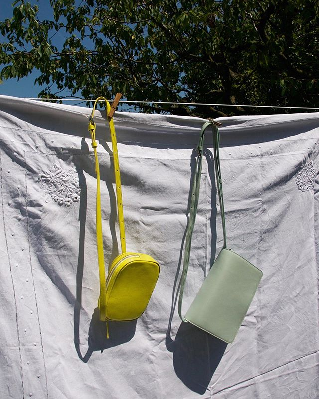 Hang on! Say hello our new designs. The Oval Belt Bag and the Carré in Jade will soon be available online🍋🗽     lauramargna.com ◦ ◦ ◦ #lauramargna #comingsoon #preview #summertime #fannyback #festivalbag #summerbag #shoulderbag #lemonyellow #summercolours