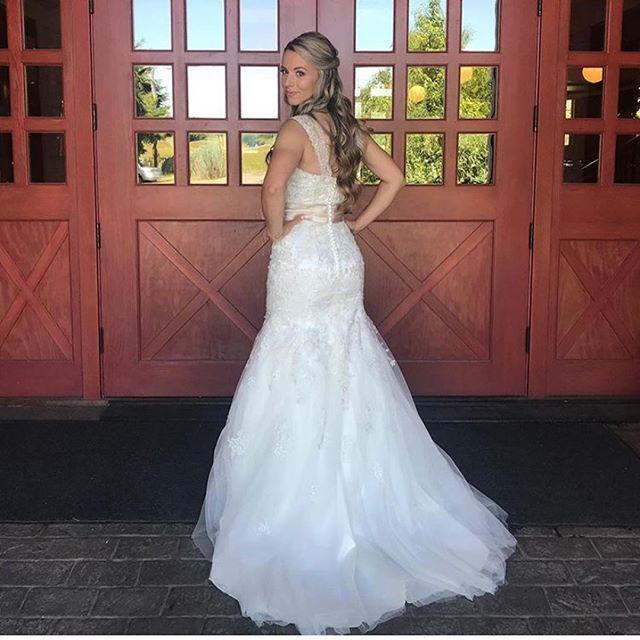 When you get to see some photos of your wedding from yesterday @redbarnstudios 😍😍😍 congrats @emijoyb  #weddingmakeupartist #bridalmakeup #pnwwedding