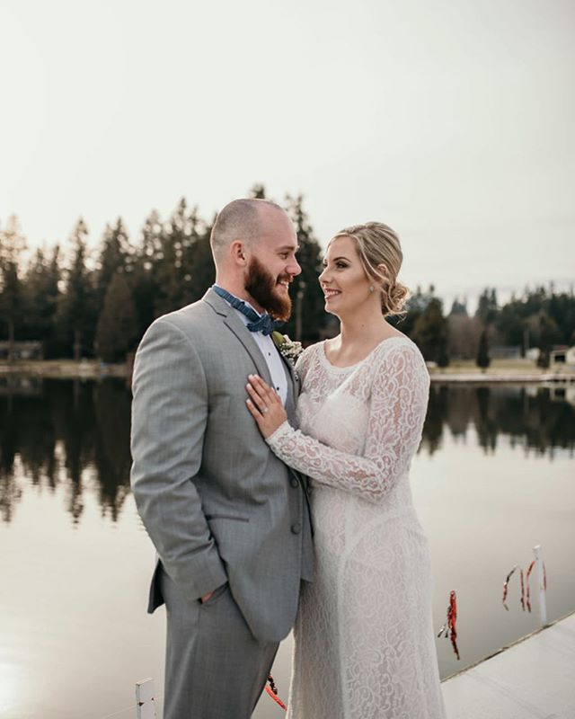 Hi. I suck at posting. I'm working on it okay 😂 Here's a wedding from a little earlier this year! Most relaxed bride ever, she literally had no preference what I did and trusted I'd chose the right look for her big day! also @jade.cie is so talented 😍 #bridaglam #bridalmakeup #bridalshower #bridalmakeupartists #pnwmakeupartist