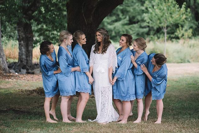 @sydneyschwiesow - you made such a beautiful bride ❤️ I'm so glad I got to be a part of your day, and thanks for the help @faces_bygrace ! Beautiful shot as always by @campagnacreative ❤️ swipe right to see pic number 3 😍 #bridalmakeup #bridalparty #pnwmakeupartist #weddingmakeup #weddingmakeupartist