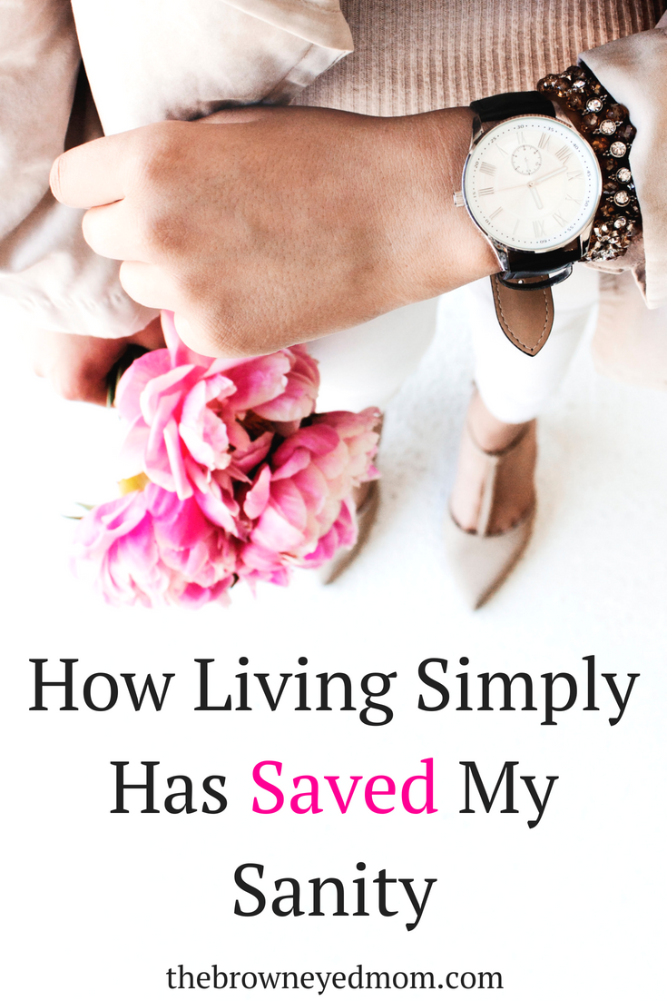 Simple living has been life changing for our family. Not constantly worrying about what needed to be cleaned next or running around like a mad woman cleaning up because people were coming over has been amazing. #minimalism #simpleliving #sahm