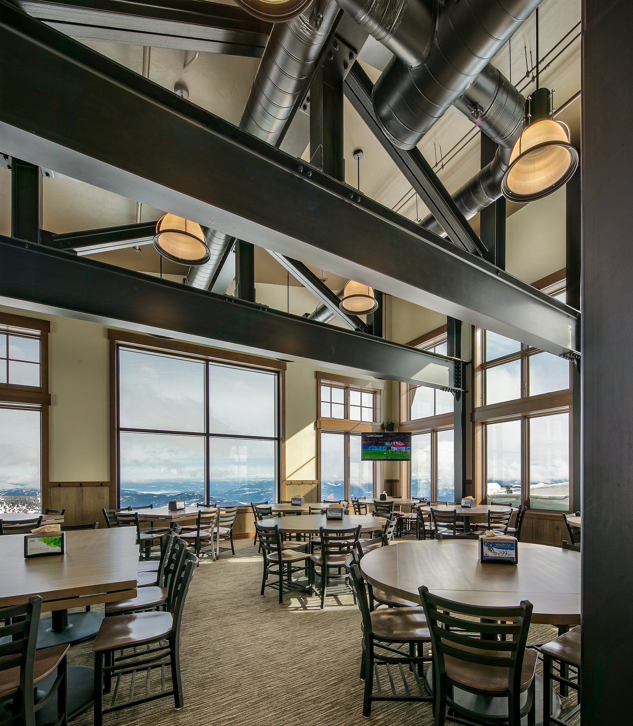 Skyhouse-interior-steel-beams-Schweitzer-Lodge-View-Lodge-2.jpg