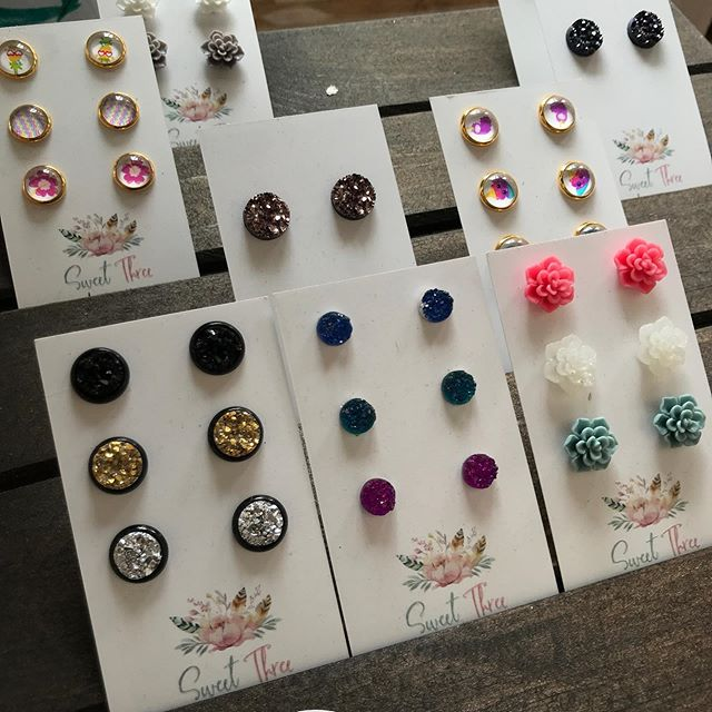 Colourful earring studs come in the sweetest sets ! ( to go with those scrunchies!) designed by @sweetthreedesigns.