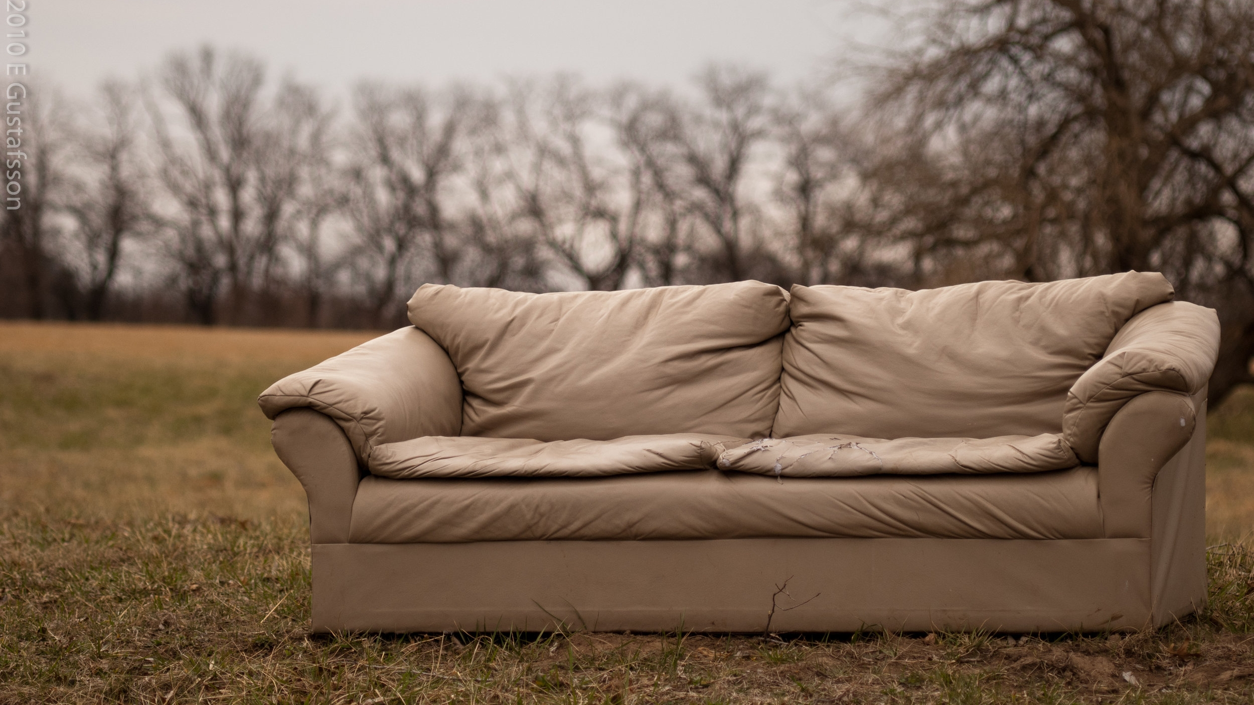 Couch in the Field by Eje Gustafsson CC.jpg