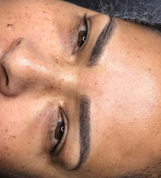 Symmetrical brows are my thingggg 🥰 No excuses, let's make them perfect for YOU. Semi permanent makeup so good you'll wish it was permanent 😉. Book through the link in our bio with only $100 deposit!